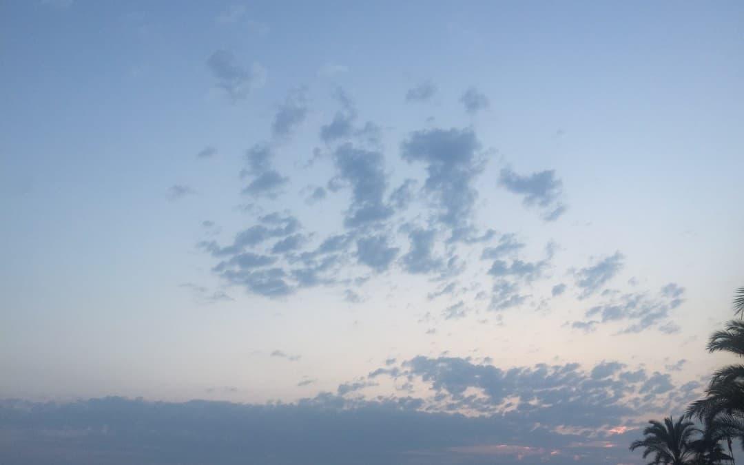 Wonderbaarlijk! Vrijwilliger legt unieke wolkenformatie vast op beeld