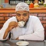 Van Thug-life naar Mug-life: Napoleon opent zijn nieuwe koffiehuis in de Emiraten