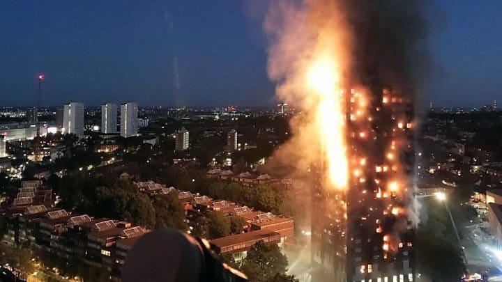 Vastende moslims in Londen redden mensen uit brandende flat